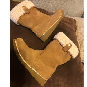 Ugg Kids Boot  with Gold Trim Sz 3